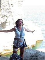 Полет над скалами и морем