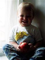 Яблочко со смешинокй