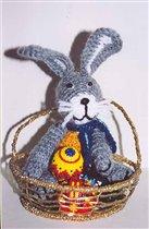 Зайчик с пасхальными яйцами