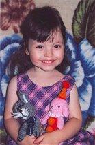 Мария с игрушками