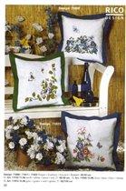 3 подушки (цветы и бабочки)