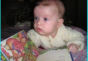 Олесенька читает