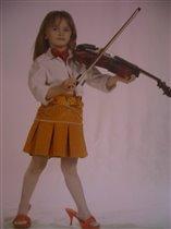 А принцессы играют на скрипке !