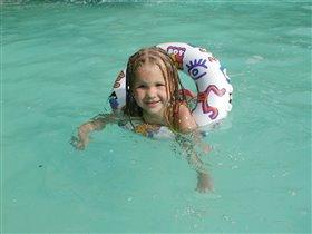 А наша Рига уже умеет плавать , Да здравствует раннее развитие и зарятка по утрам!