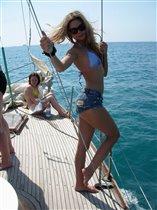 Красивые ноги на яхте