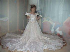 Ну и что, что маленькая, зато платье какое.....