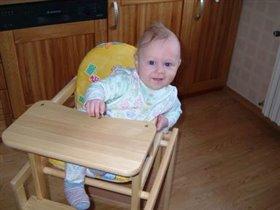 я учусь сидеть на стуле