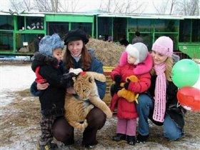 В зоопарке с тигрольвом)))