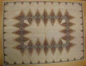 Салфетка с вышивкой коричневым шелком