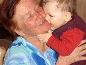 А с бабулей веселей!!!