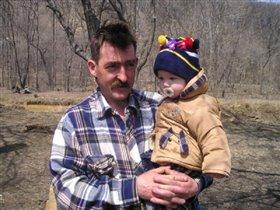 Дедушка с Петей  в лесу.