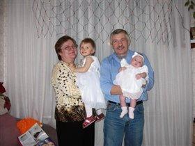 Дедушка, бабушка и две снежинки