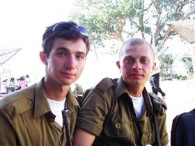 Мой старший Кирилл(слева) с другом
