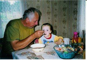 Дедуляка с любимой внучкой !