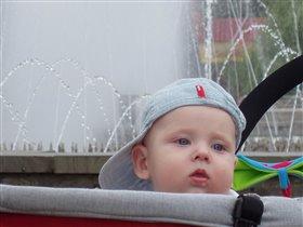 Матвей у фонтана