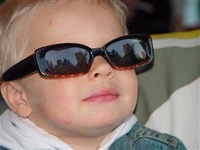 А кто сказал, что очки непременно должны быть розовыми?