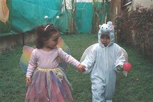 Лиор в костюме единорога на празднике Пурим.