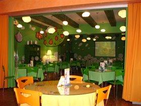Зеленый зал кафе Оранжевой коровы