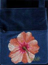 Вышивка на сумке 'Гибискус'