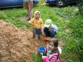 С друзьями Мия (4 года) и Андрюша ( 4 года)