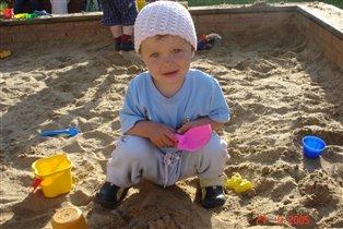 Любимое место игр - песочница :)))