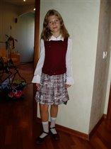 Маша,полностью подговленная в школу :)