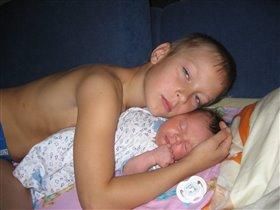 Алискины сны... Кто лучше старшего брата их сбережет?...