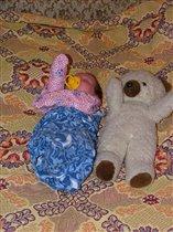 спят и детки и игрушки