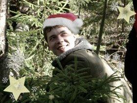 Новый год уж на носу- В дом я елку принесу!