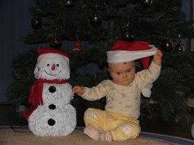 Мои снеговики под елкой