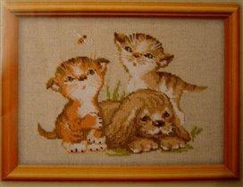 Трио пара котят и щенок