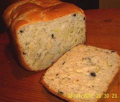 Хлеб с оливками и луком-разрез