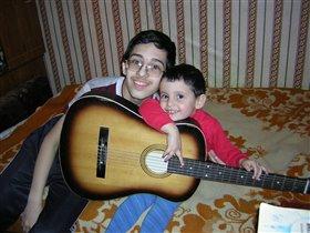 Песня друзей: наш Константин берет гитару, а Боренька ему подпевает.