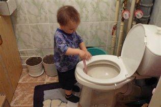 Да, все везде убрали, а унитазик помыть - забыли...Не порядок.