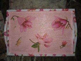 Розовый поднос