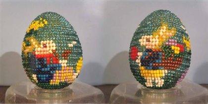 Бисерное яйцо 'Зайчики под одуванчиком'