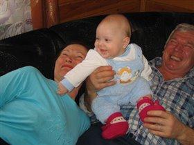 Ой Андрюша, рассмешил бабулю и дедулю!