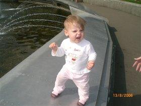 Девчушка веселушка