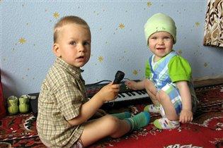 Народное трио: Миша, Маша и синтезатор :)