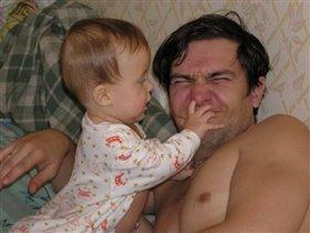 А почему у тебя папа такой большой нос? :-)