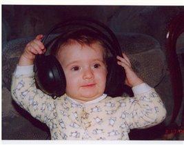 Хоть еще я и мала, слушать музыку должна!