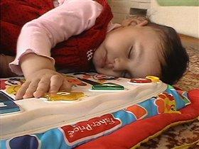 вот так и заснула на детском пианино... искусство утомляет...