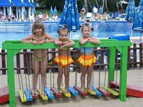 три девчужки-три подружки!
