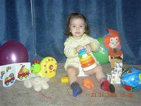 Марианночка и её игрушки :))