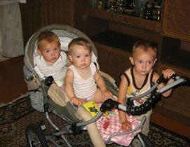 Забота о младших сестричке и братишке