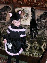 Признавайтесь,,вы узнали,где мама-кошка,а где котёнок-дочка?