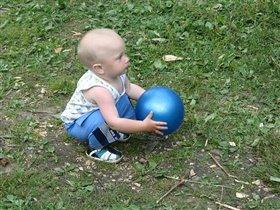Моя любимая игрушка - это мячик!