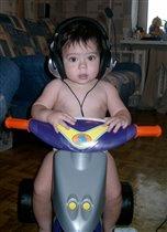 Владюша обкатывает свой новый велосипед