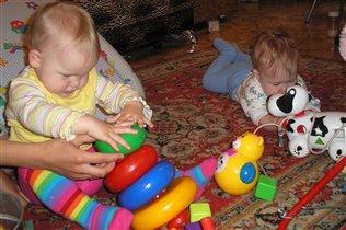 Дружба-дружбой,а игрушки врозь