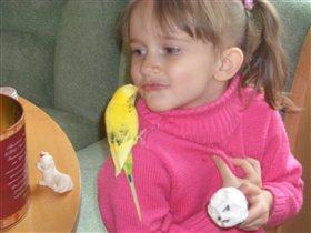 а мы с моим веселым попугаем очень любим мороженое !